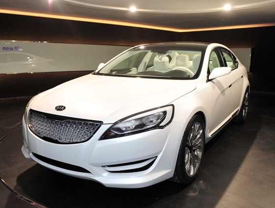 Car Overview: 2013 KIA Cadenza