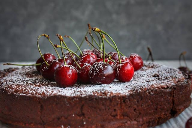 torta al cioccolato con ciliegie cannella e sherry