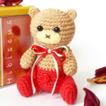 http://www.howtoamigurumi.com/amigurumi-bear-cub-in-pants-part-1/