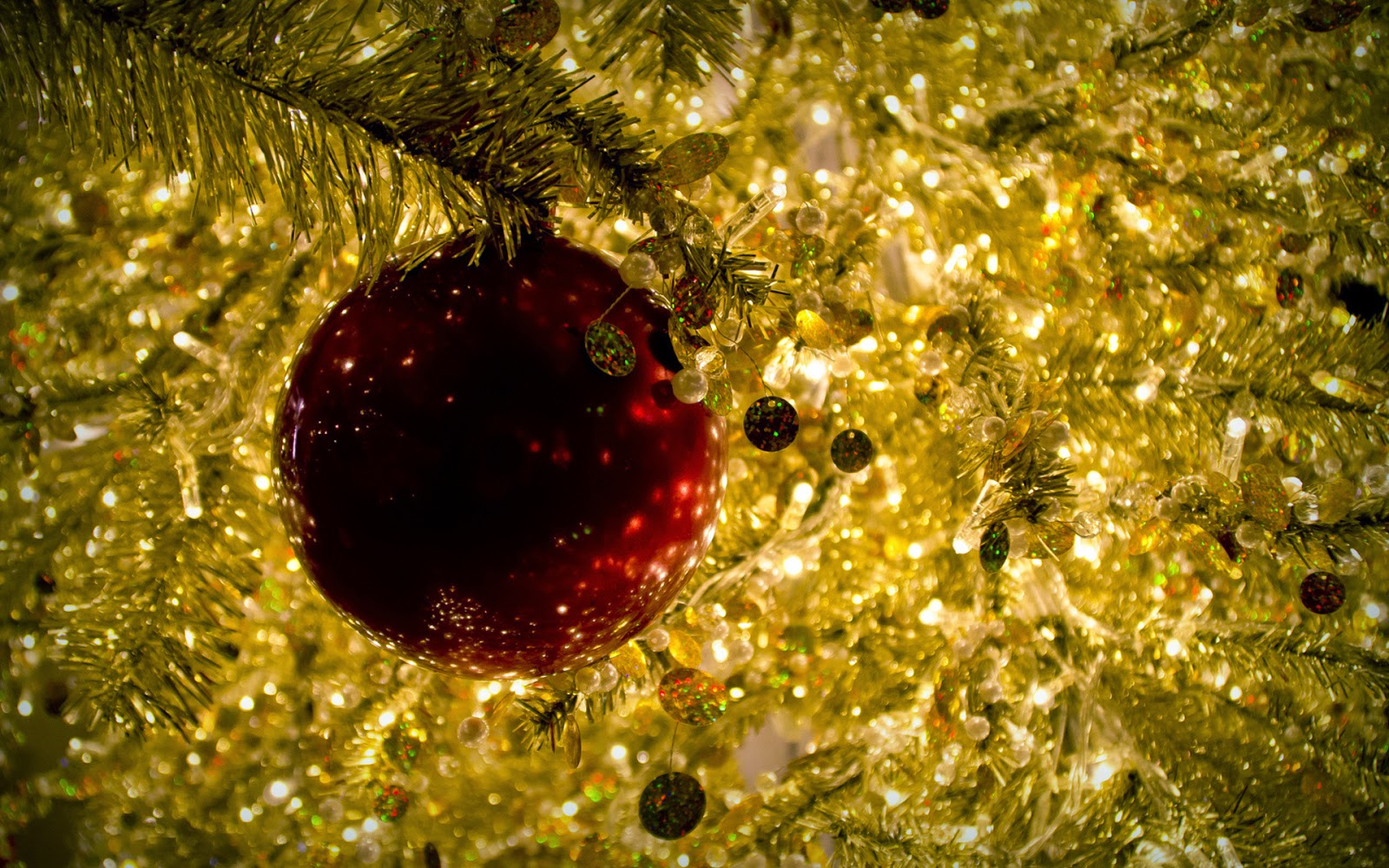red-Christmas-bauble-in-golden-Christmas-tree-image-picture.jpg