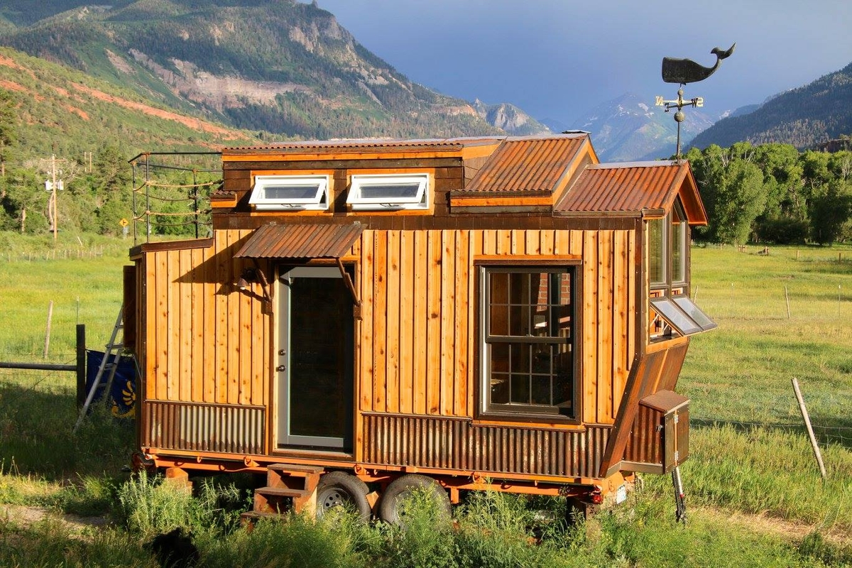 17-Jeremy-Matlock-Rogue-Valley-Tiny-Home-Construction-Architecture-with-the-Nautical-Tiny-House-on-Wheels-www-designstack-co