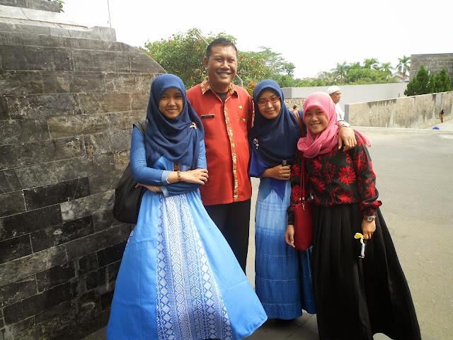 Bersama Pak Wahyu (tour guide Makam Bung Karno)