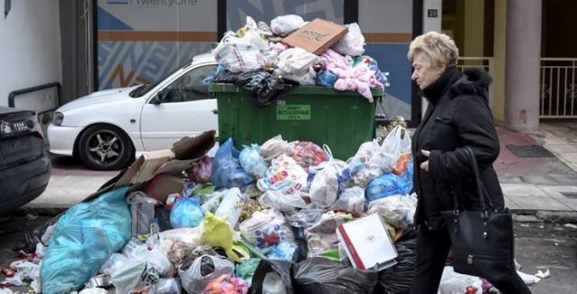 Οι δρόμοι της Θεσσαλονίκης έχουν γεμίσει με 500 τόνους σκουπιδιών
