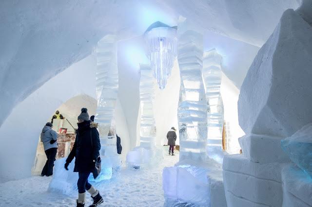 Québec City's Village Vacances Valcartier's Hôtel de Glace room