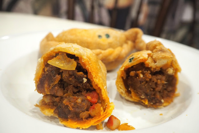 Sambal Seafood O Curry Puff (S$3.50 for 2 pcs)
