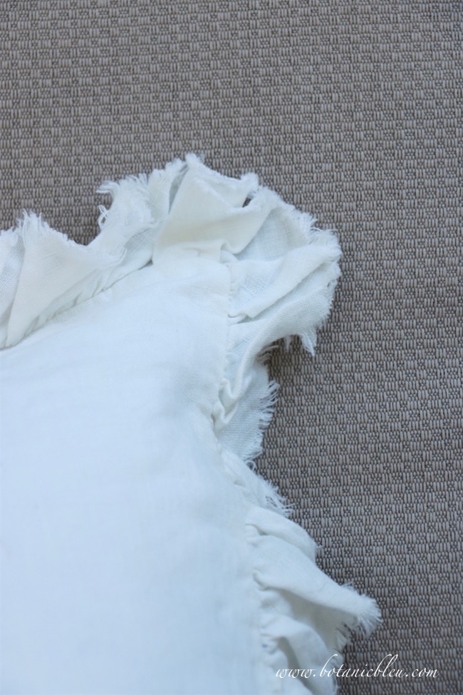 french-design-white-linen-ruffled-edge-pillow