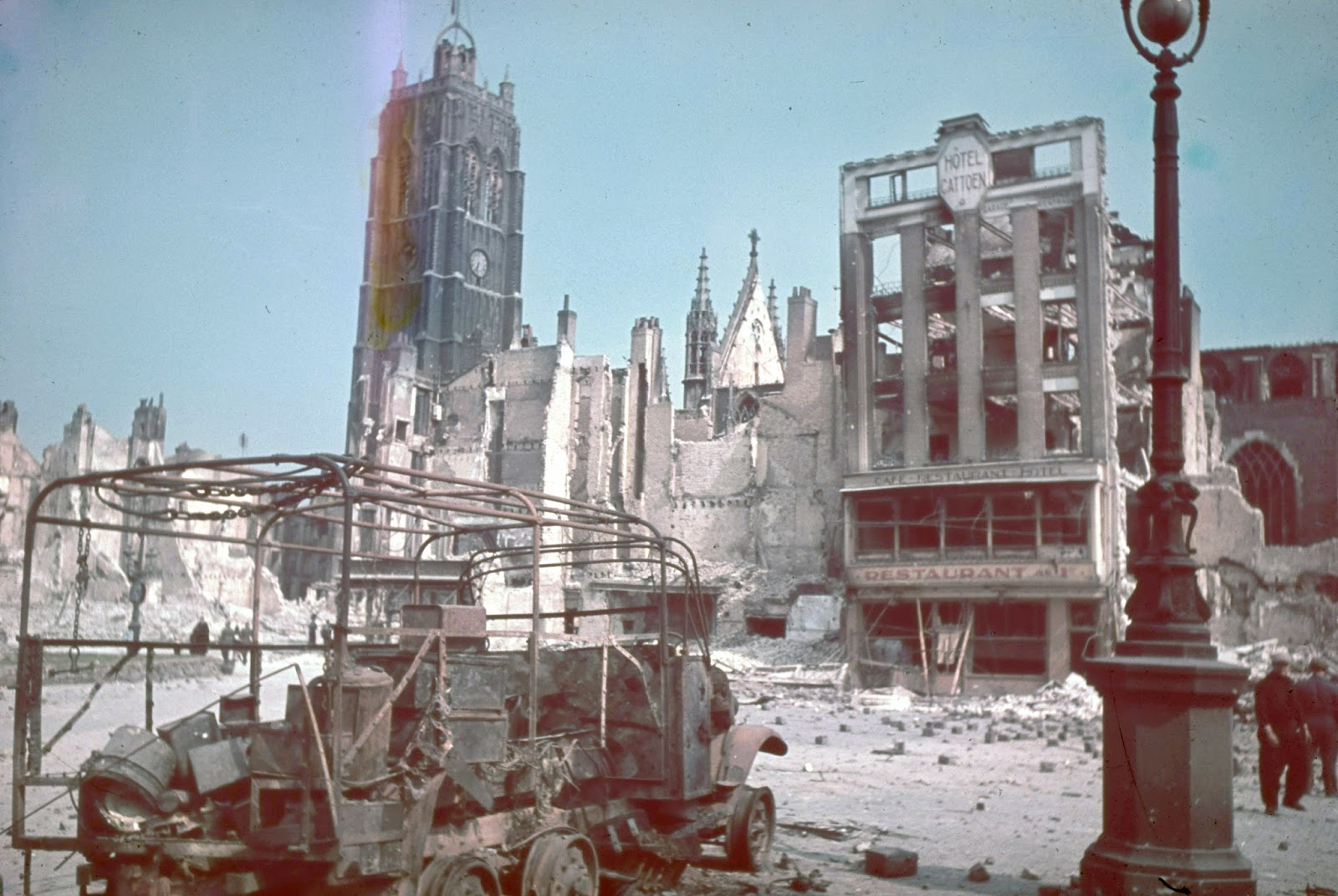 Rarely Seen Color Photographs of the Aftermath of the Battle of Dunkirk in 1940  vintage everyday