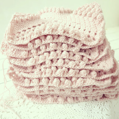 ByHaafner, crochet, work in progress, throw, pastel, bobble stitch, popcorn stitch, soft pink