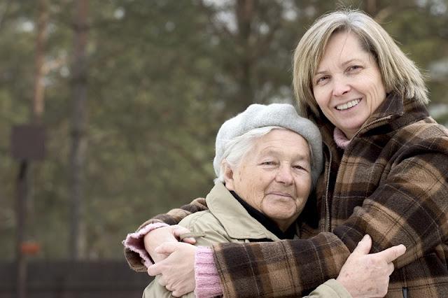 cuidar en casa a los adultos mayores