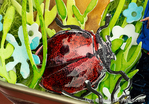 Layers of ink - Springtime Altered Tin Tutorial by Anna-Karin Evaldsson. Dimensional paper ladybug.
