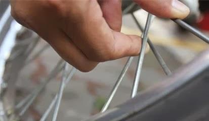 Cara Mudah Memperbaiki Velg Motor Yang Bengkok