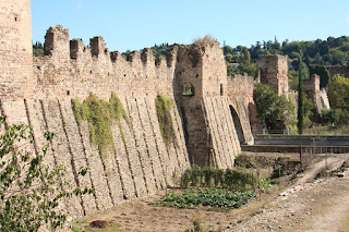 The remains of the fortified dam, the Ponte Visconteo