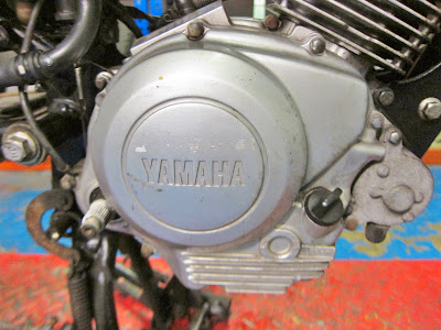 Yamaha YBR 125 cleaning engine oil  gauze / filter ,  engine in the bike ( remove footpeg , engine clutch side covers )