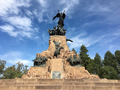 escultura homenaje a san martin