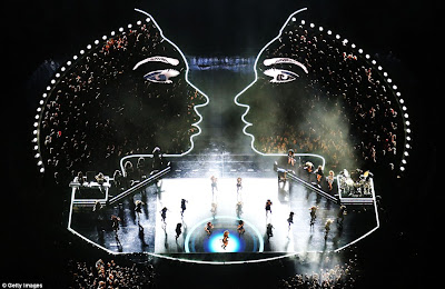 Beyonce's Super Bowl 2013 Performance Video & Pictures ...