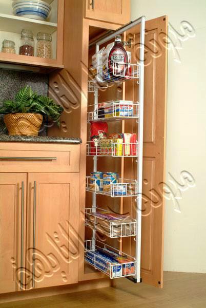 مساحة قطعة المطبخ كبيرة من ناحية الطول ولا تسع أى شئ إذا رتبنا الأشياء بها بالعرض فتم عمل لوح منزلق طولى فى قطعة المطبخ