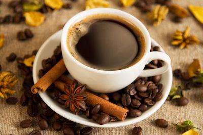 ¿Te gustaría disfrutar una taza de café con canela?