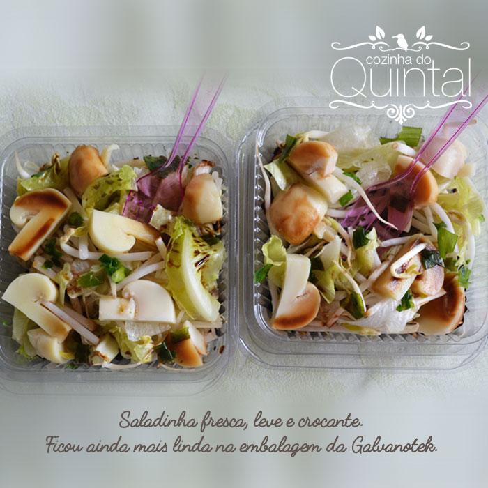 Salada de Broto de Feijão, alface americana e romana e cogumelos.