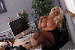 Nicolette-Shea-%3A-Massaged-On-The-Job-%23%23-BRAZZERS-z7aefv2yas.jpg
