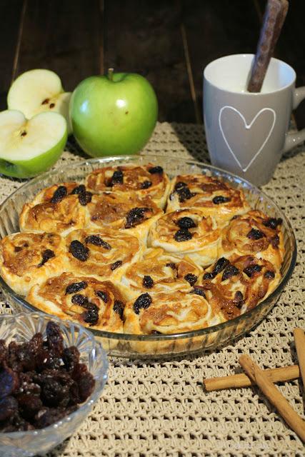 rollitos de hojaldre rellenos de manzana