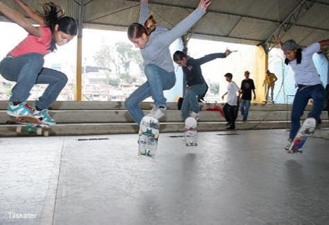 As Skirtboarders inspiraram várias garotas ao redor do mundo a não se  intimidarem e foi através delas que muitas começaram a andar de skate. 5c6ccac20d2