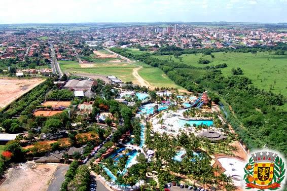 Foto do Thermas dos Laranjais e da cidade de Olímpia-SP ao fundo - Fonte Portal da Prefeitura de Olímpia-SP