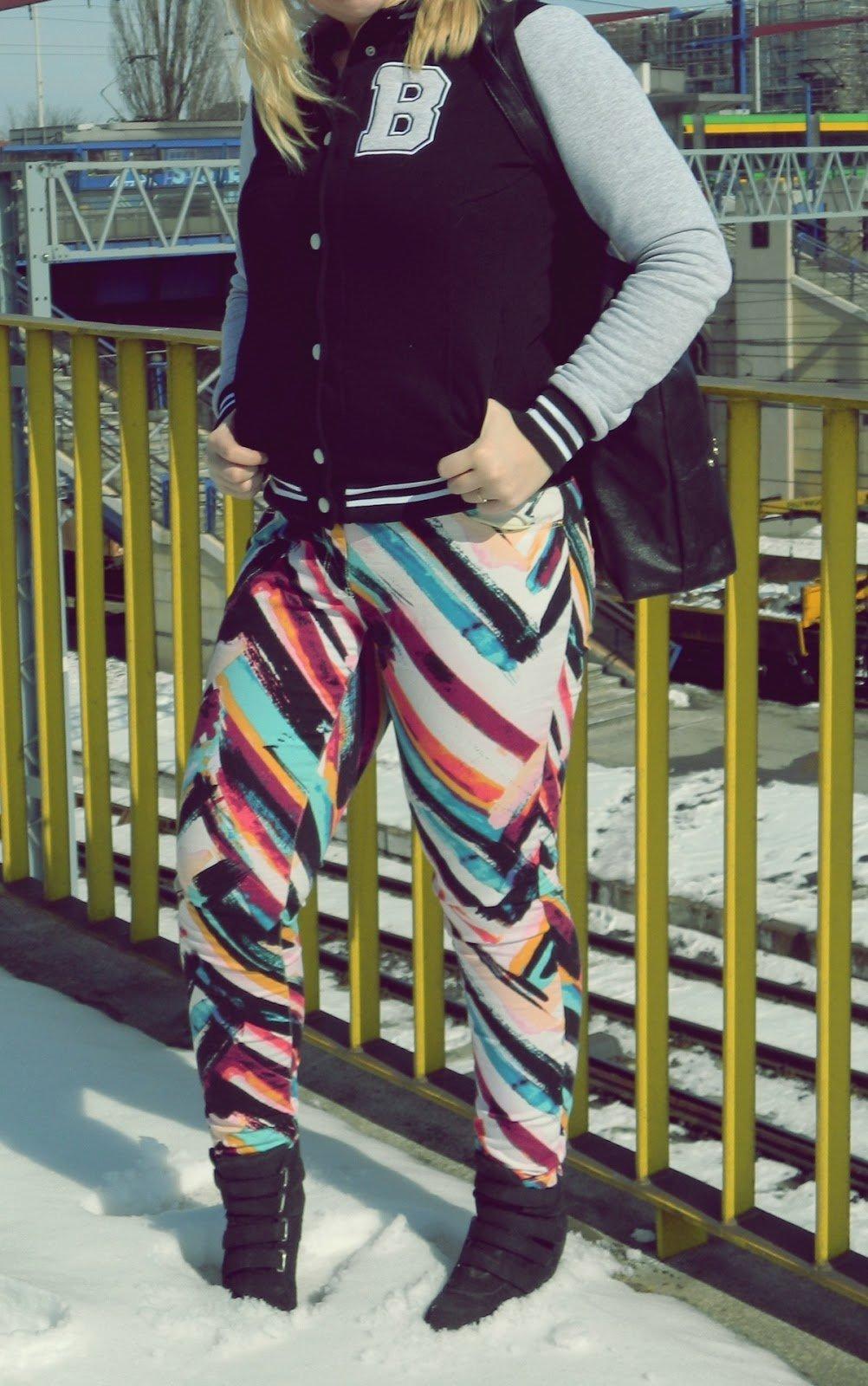 jeansy-kolorowe