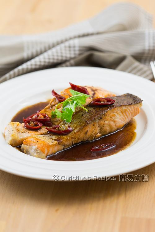 香煎三文魚扒配黑醋汁【有營超易食譜】Pan-Fried Salmon in Balsamic Sauce