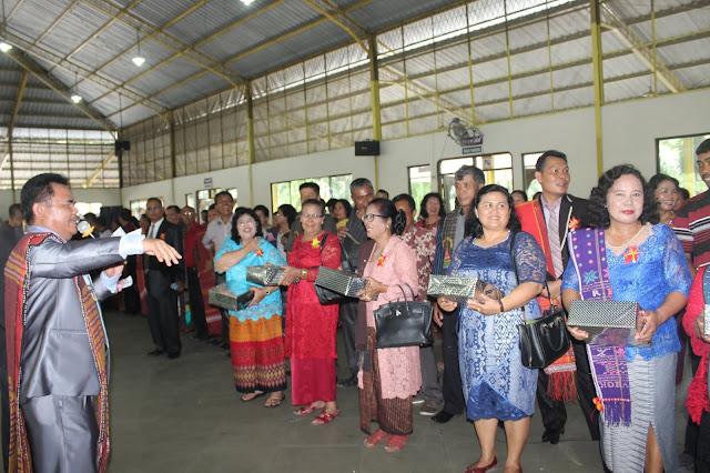 Pesta Bona Taon Situmorang Sipituama Meriah, Lansia 77 Tahun Dapat Hadiah