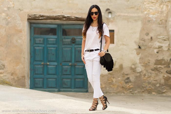Influencer valenciana de moda y belleza con ropa de Zara y zapatos bonitos