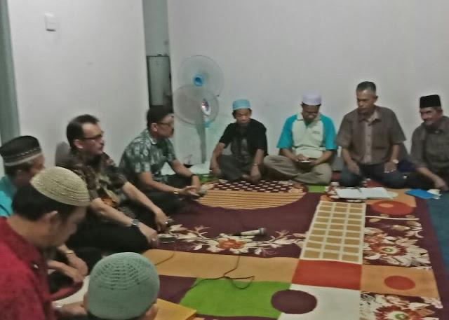 Desri Ayunda ketika menghadiri arisan sosial bulanan Rt. 04/Rw.04 Kurao Pagang.