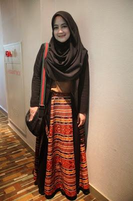 Gaya Hijab Ala Pipik Dian Irawati