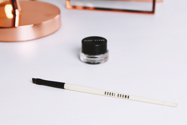 Bobbi Brown Eye Definer Brush Review