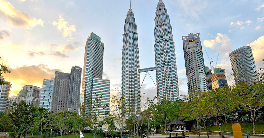 Travel Experiences in Malaysia : Explore the Petronas Twin Towers ~ I Am Go To
