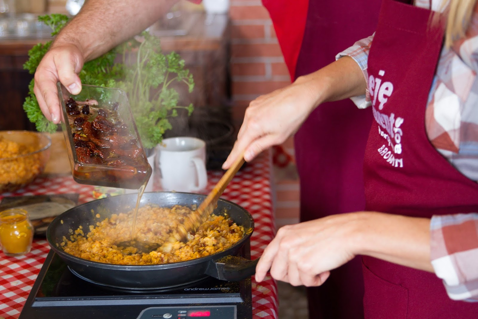 pasta z czerwonej soczewicy przepis jak zrobić pastę przepis na pasty kanapkowe soczewica co zrobić z soczewicy dodatki kanapki pomysły na śniadanie nietypowe dodatki do kanapek salsa