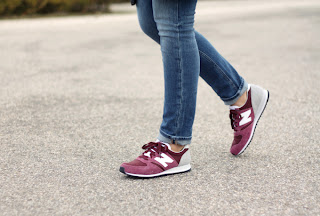 Streetstyle con zapatillas de deporte!