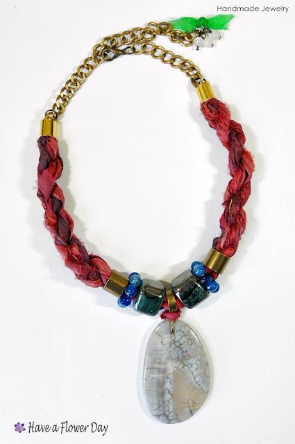 BOHO STONE. Gargantillas de seda india con ágata · Indian silk necklace with agate