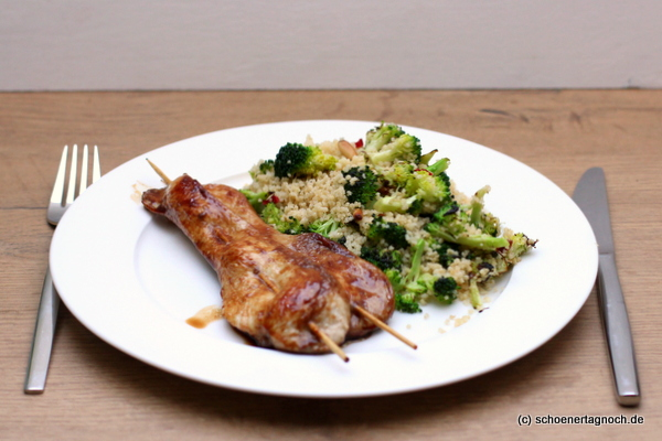 Brokkoli-Couscous mit Teriyaki-Hähnchenspießen