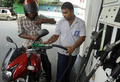 Petrol Pump, Maharashtra, Mumbai, Helmet, Fuel, Diwakar Raote, Nitin Gadkari