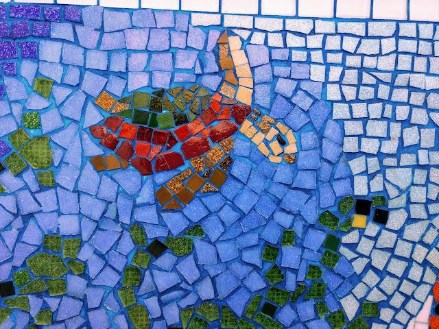 COMO FAZER MOSAICO, PASSO-A-PASSO. Mosaico. CDs, cacos de vidro, espelho, cerâmica, azulejos, vidro, cerâmica, conchas, pastilhas, tampas de garrafa