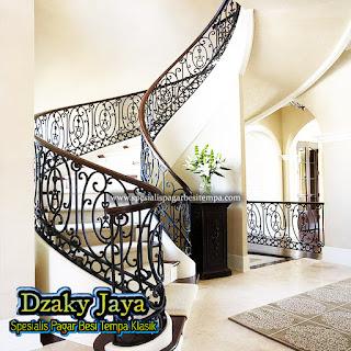 Railing Tangga Klasik Modern, railing tangga besi tempa klasik contoh tangga besi tempa tangga besi tempa