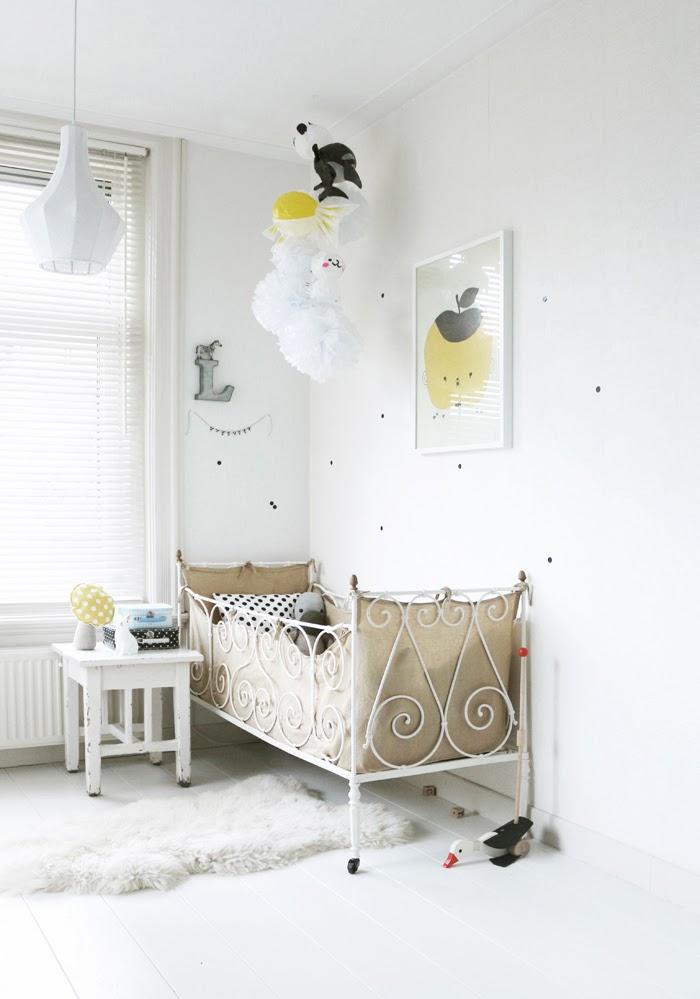 Una baby room en amarillo y negro decorar tu casa es for Foro de decoracion facilisimo