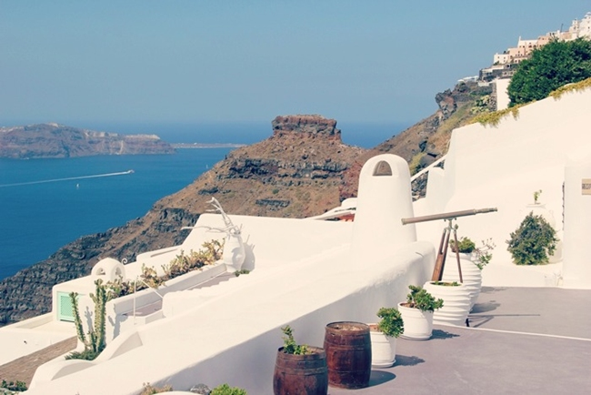 best chic luxury hotels to stay in Santorini