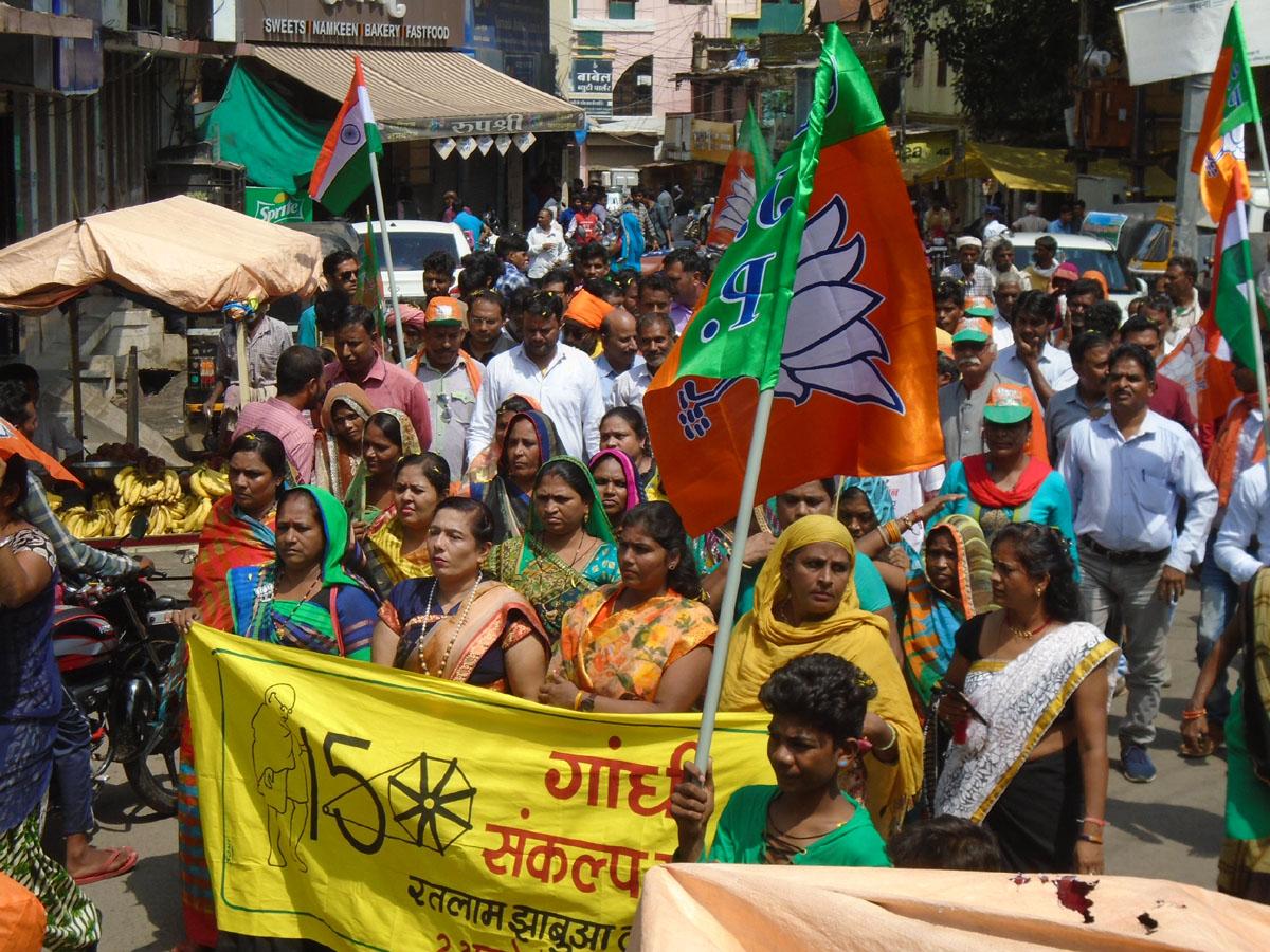 Jhabua News-गांधी संकल्प यात्रा में नगर में दिया गया स्वच्छता एवं समरसता का सन्देश