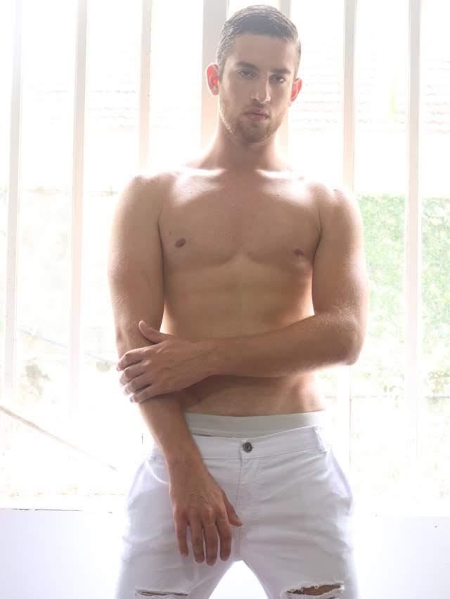 Luan Olescowc, Mister Joinville 2019, posa para ensaio sensual. Foto: Vand Rodriguez