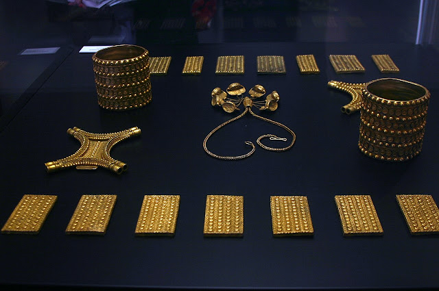 Tesoro del Carambolo en el museo de Sevilla.