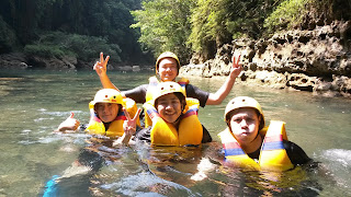 adventure body rafting green canyon