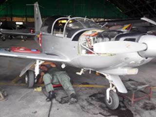 Aermacchi SF-260 en mantenimiento