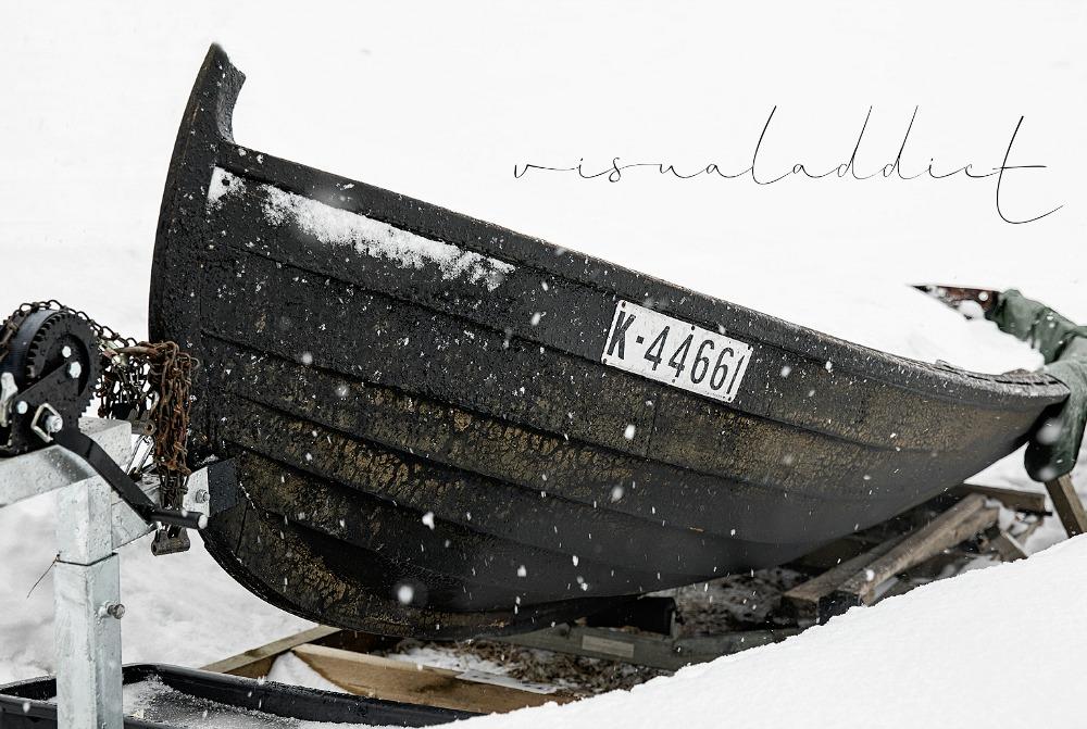 Kuopio, talvi, valokuvauskurssi, Frida Steiner, Visualaddict, kurssi, valokuvaus, valokuvaaminen, kaupunki, Suomi, Finland, Valokuvaaja, Frida Steiner, Photography, soutuvene, lumi, vene