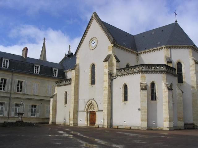 Nevers, capela onde está o corpo de Santa Bernadette
